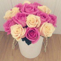15 кольорових троянд