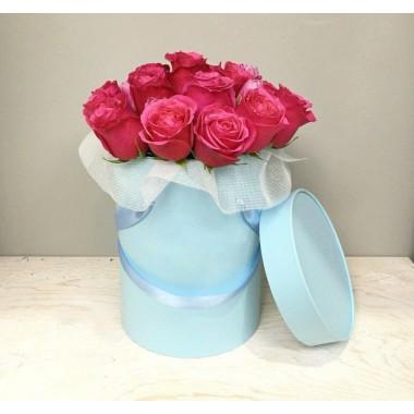 15 насичено рожевих імпортних троянд в коробці