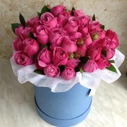 39 насичено рожевих імпортних троянд