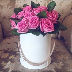 15 рожевих троянд