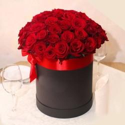 39 червоних троянд