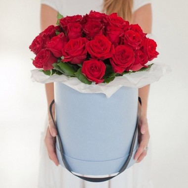 25 червоних троянд в коробочці