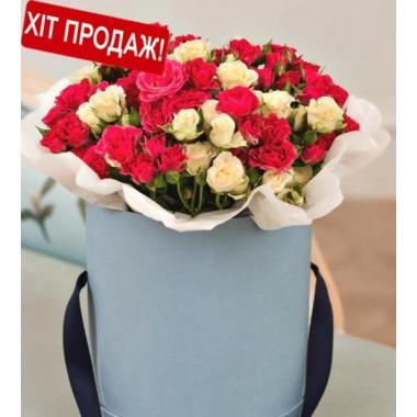 25 гілок кущових троянд в коробці